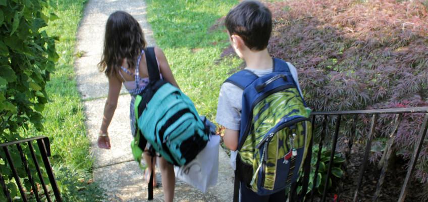 Trápí vaše děti bolavá záda? Základem je kvalitní aktovka