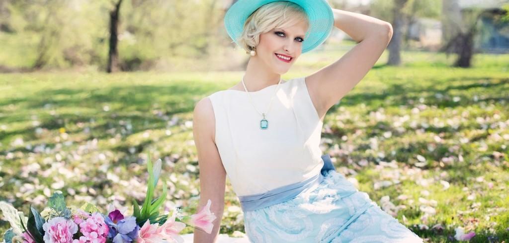 beautiful-woman-764078_1280