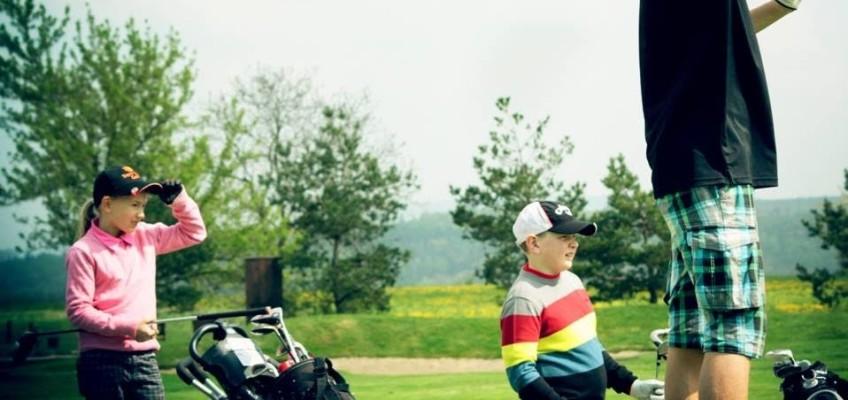 Závodní golf má stále více fanoušků mezi dětmi a mládeží
