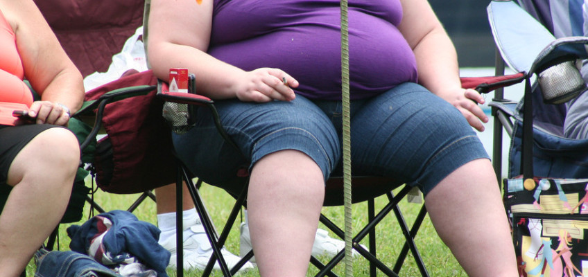 Obezita není jen estetický problém, lidé však před možnými riziky zavírají oči.