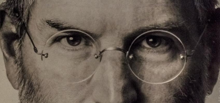 Geniální vizionář, který navždy změnil svět. Prožijte jedinečný životní příběh Steva Jobse v pražském Apple Museu