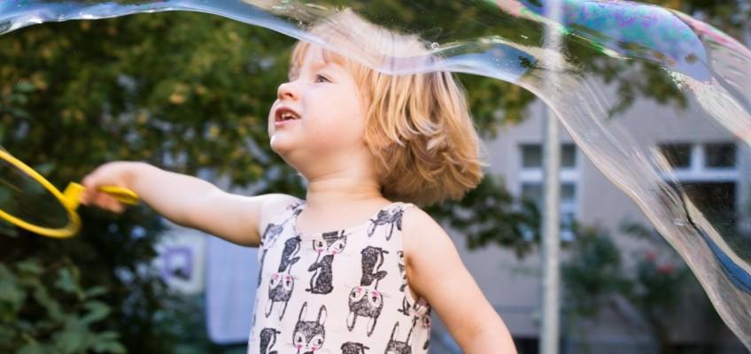 Kdy je vhodné nechat dítě jít samo ven?