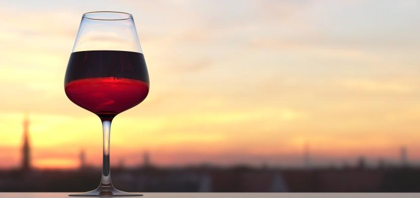 Znáte etiketu darování vína obchodním spolupracovníkům? Vyhněte se společenskému faux pas