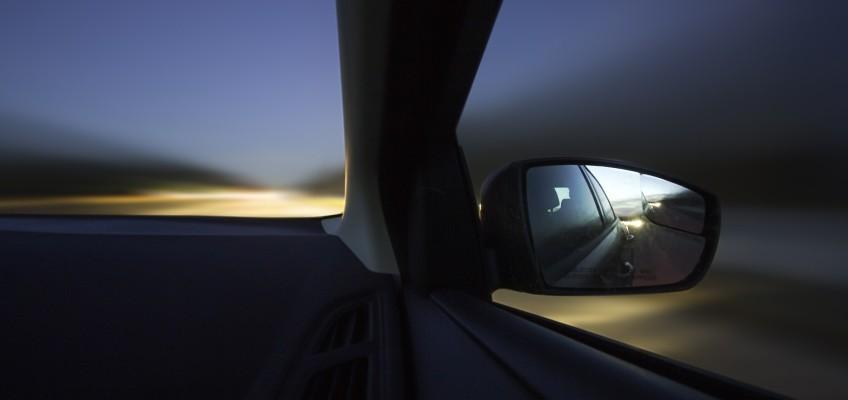 Víte, jak ušetřit při jízdě autem?