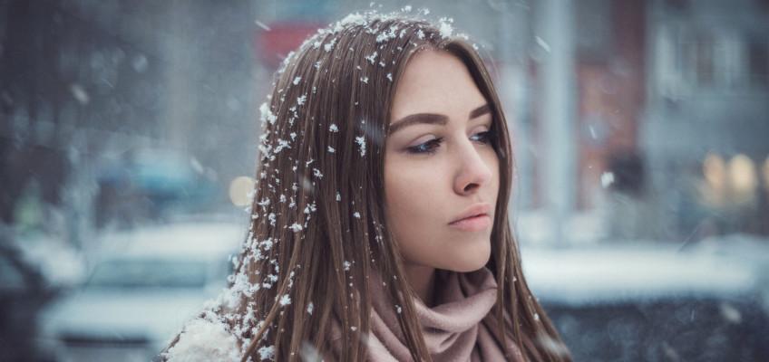 Nejčastější vlasové pohromy, které řešíme v zimě