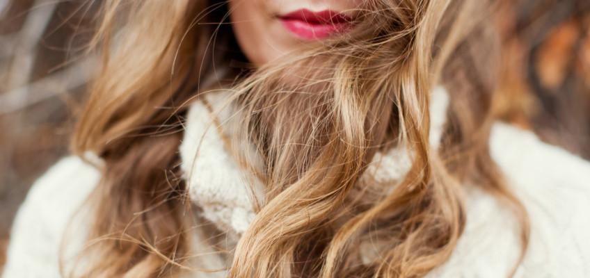 Trápí vás podrážděná vlasová pokožka? Základem je určit příčinu.