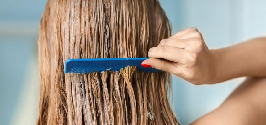 Dovolená u moře může na vlasech napáchat obrovské škody, jak tomu lze předejít