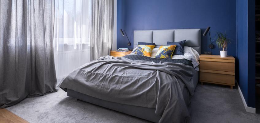 Plošné i kusové koberce pomohou vytvořit z ložnice oázu klidu a bezpečí
