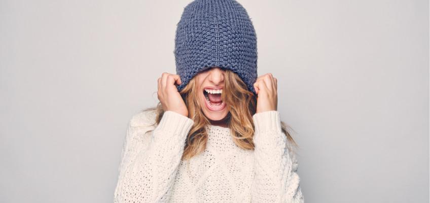 Sychravé počasí, nízké teploty a vítr. Obstojí vaše vlasy v této zkoušce?