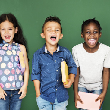Pololetní vysvědčení jsou rozdaná, nezapomeňte ocenit školní úspěchy svých dětí
