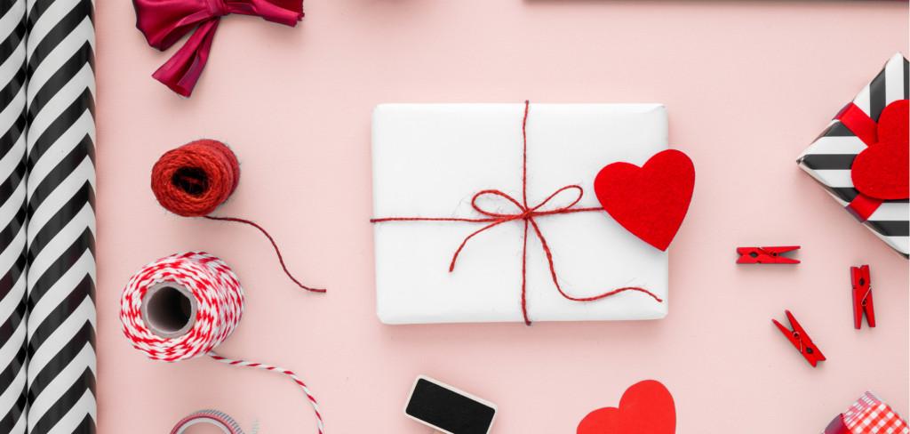 Hezké a kreativní balení povýší dárek na jinou úroveň Creative Commons (shutterstock.com)
