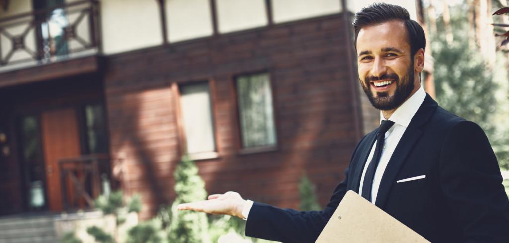 Prodej nemovitosti za pomoci realitního experta Jak vám může ulehčit Creative Commons (shutterstock.com)