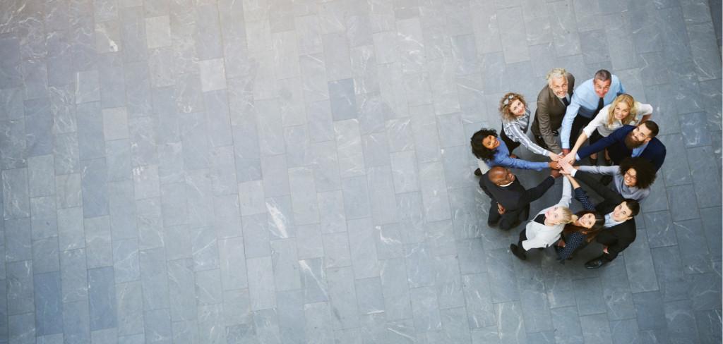 Teambuildingem se nezavděčíte každému, můžete to ale zkusit Creative Commons (shutterstock.com)