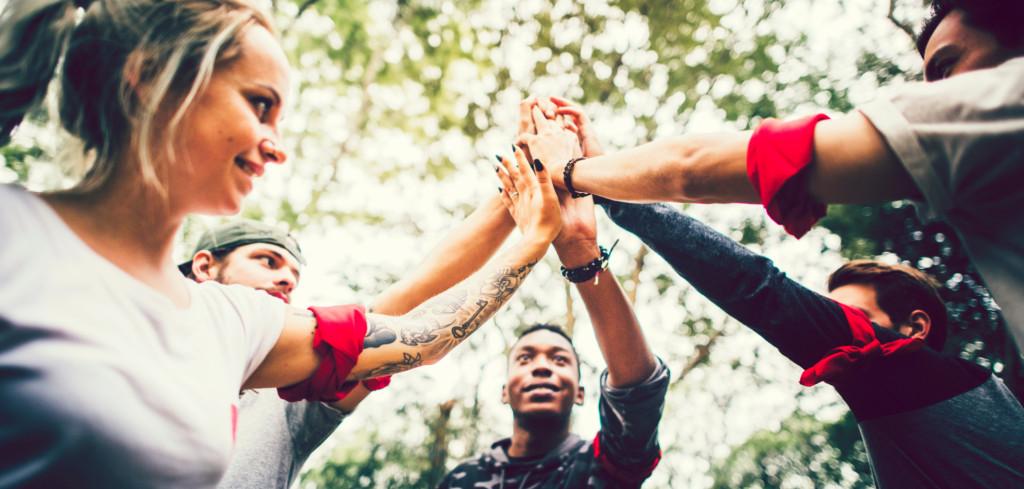 Teambuildingy v duchu dobrodružných reality show jsou současným hitem Creative Commons (shutterstock.com)