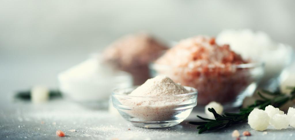 Dopřejte si luxusní podzimní péči o vaši pokožku a vlasy se solí a minerály z Mrtvého moře Creative Commons (shutterstock.com)