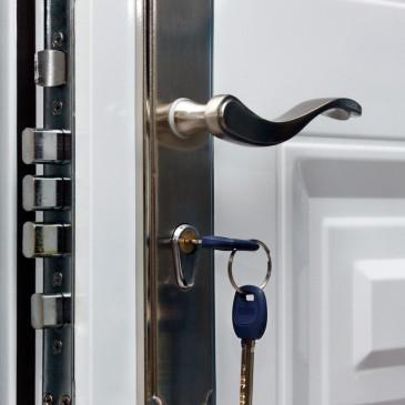 Bezpečný domov začíná u vchodových dveří. Jak je vybrat?