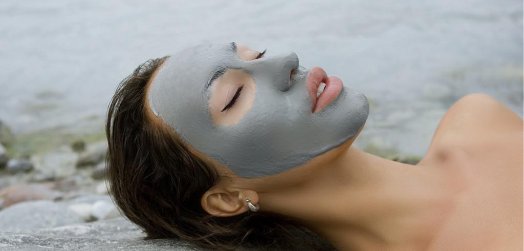 Nadělte pod stromeček pečující kosmetiku z Mrtvého moře, která pomáhá léčit kožní problémy Creative Commons (shutterstock.com)