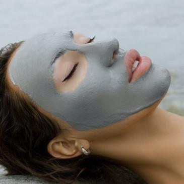 Nadělte pod stromeček pečující kosmetiku z Mrtvého moře, která pomáhá léčit kožní problémy