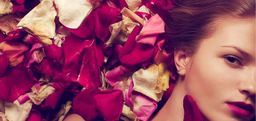 Svátek zamilovaných se nebezpečně blíží, potěšte svou drahou polovičku pečující kosmetikou