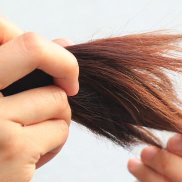 Trápí vás suché vlasy bez známek života? V létě je třeba jim dopřát zvýšenou péči
