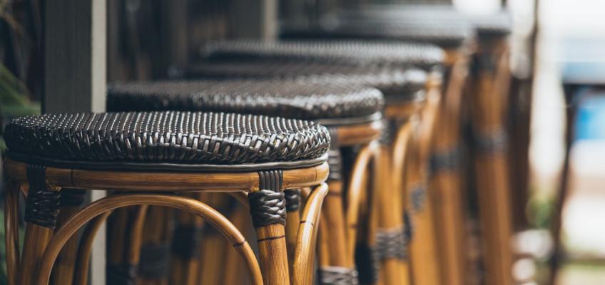 Barové pulty jsou estetickou a funkční ozdobou i pro malé kuchyně